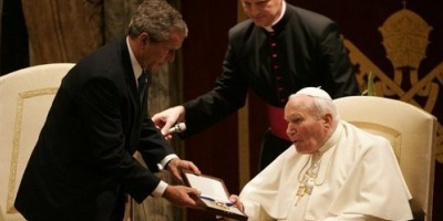 Pope John Paul II with President George W. Bush.