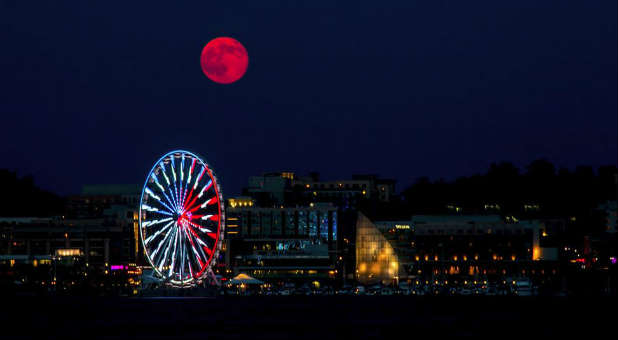 The next supermoon coincides with a blood moon.
