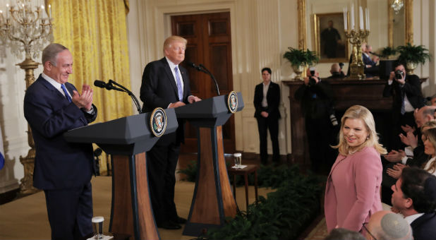 Israeli Prime Minister Benjamin Netanyahu (L) applauds his wife, Sara, during a joint news conference with U.S. President Donald Trump at the White House