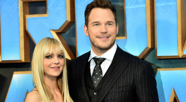 "Chris Pratt (R) poses with his wife, Anna Faris, as they attend a premiere of the film ""Guardians of the galaxy, Vol. 2"""