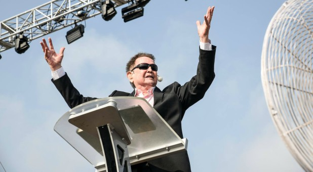 Reinhard Bonnke in Nigeria for his final crusade.