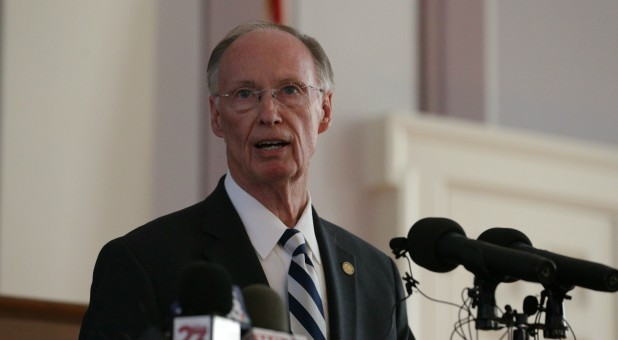 Alabama Governor Robert Bentley announces his resignation amid impeachment proceedings on accusations stemming from his relationship with a former aide.