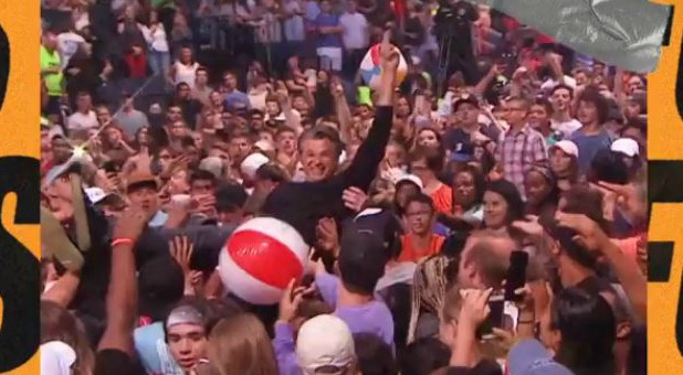 Jentezen Franklin crowd surfs