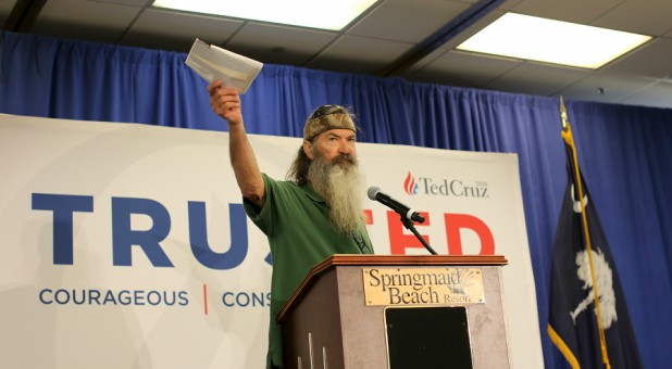 Phil Robertson stumps for Ted Cruz on the campaign trail in 2016.